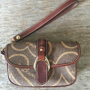 Dooney & Bourke wristlet bag